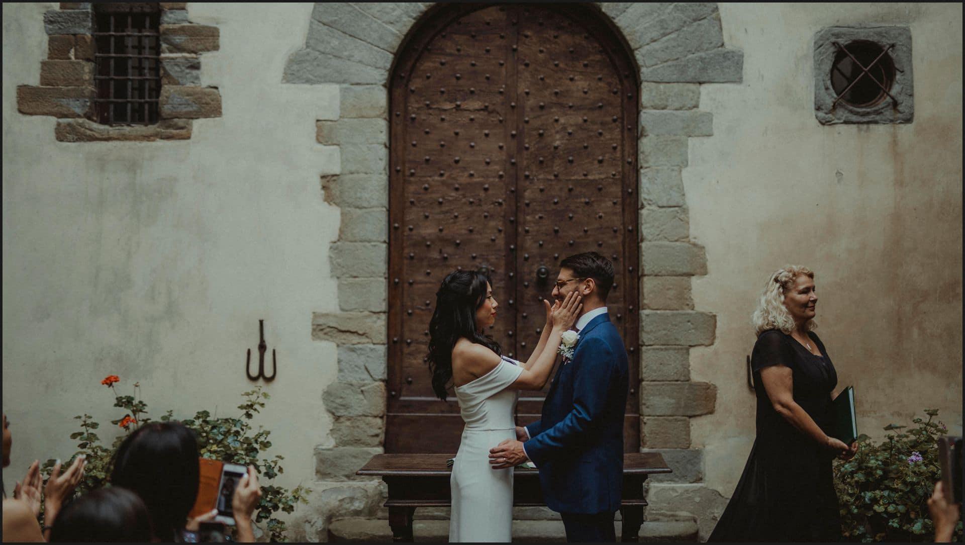 destination wedding, castello del trebbio, tuscany, bride, groom, ceremony