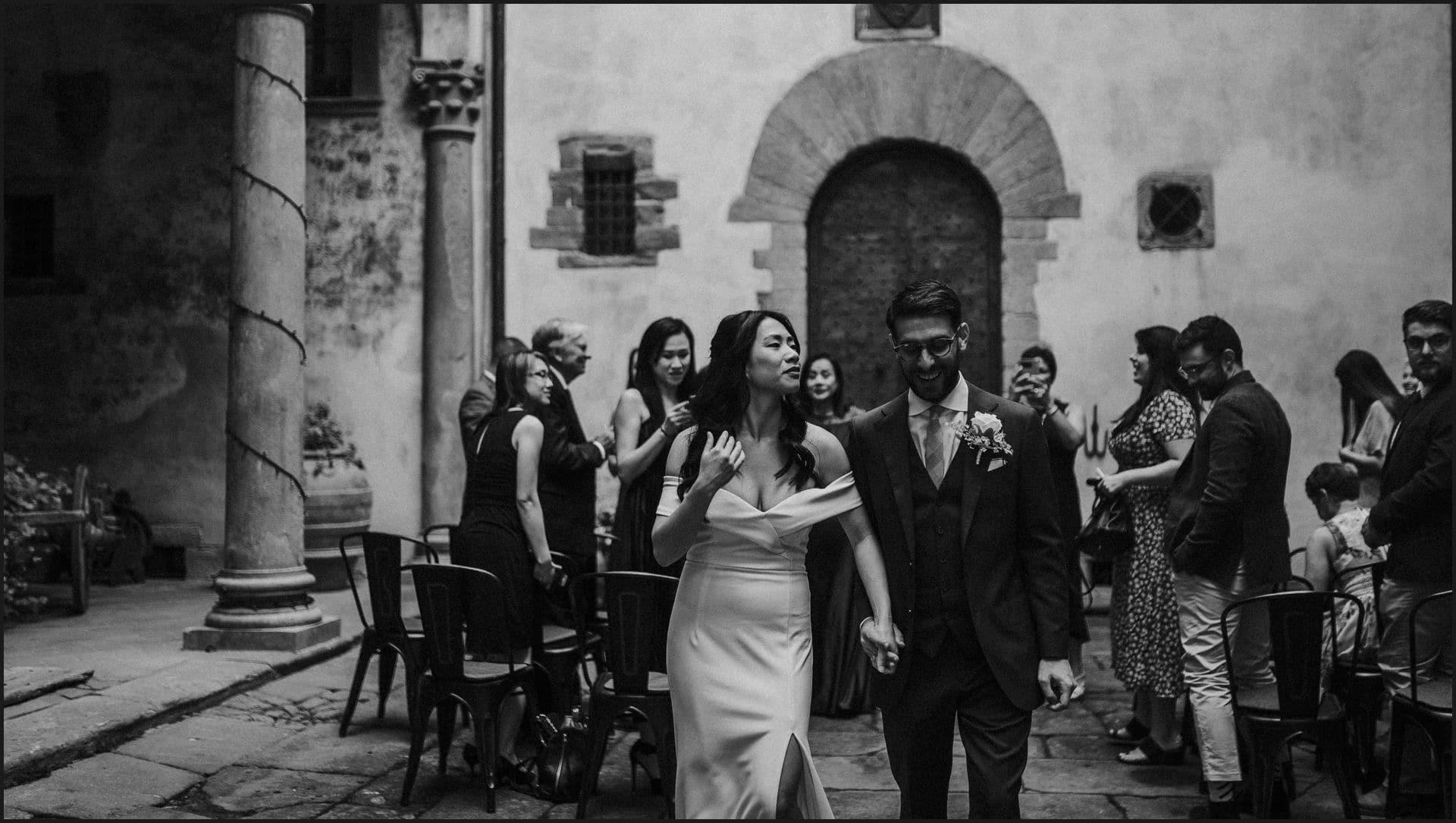 destination wedding, castello del trebbio, tuscany, bride, groom, ceremony, black and white