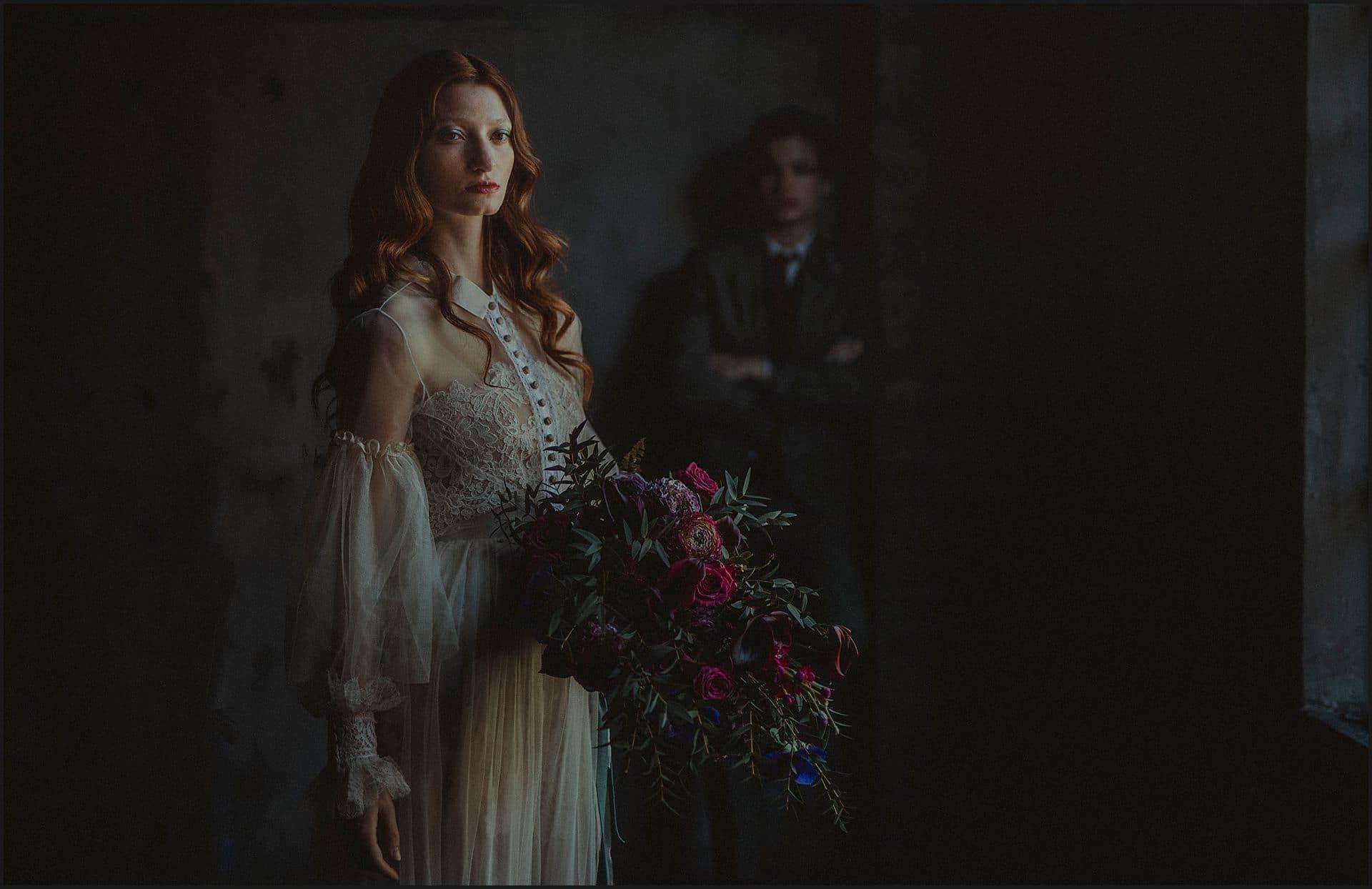 bride portrait, wedding flowers, bouquet, unconventional wedding, cross studio, milan, wedding photographer, wedding in italy