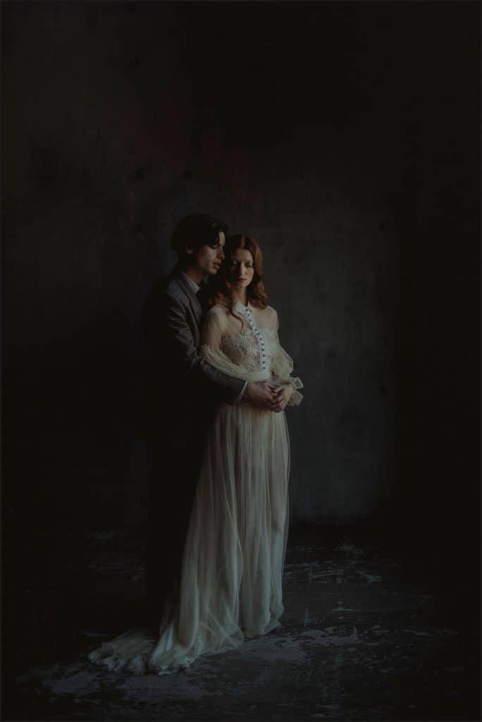 bride and groom, intimate portrait, wedding dress, unconventional wedding, cross studio, milan, wedding photographer, wedding in italy