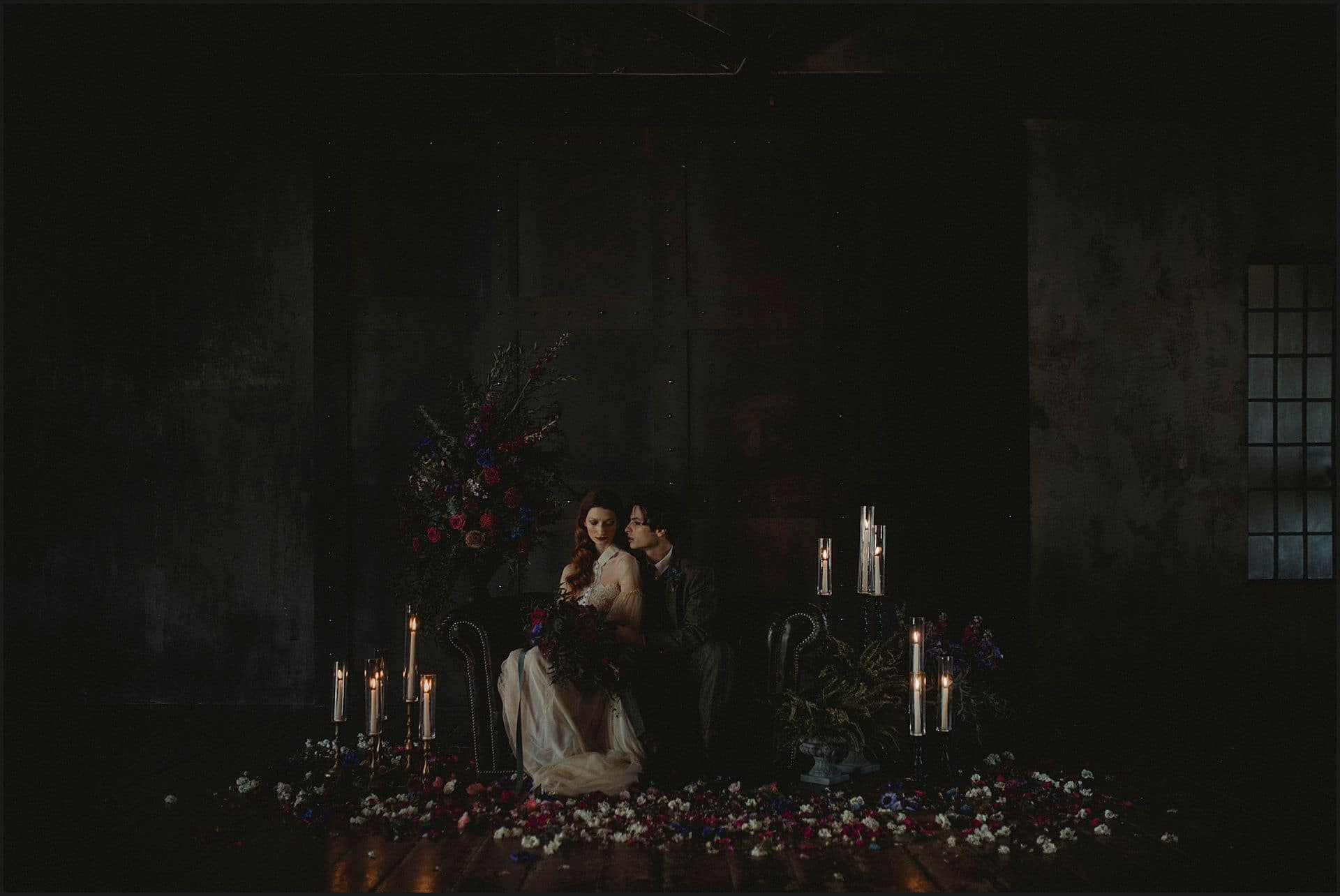 alternative wedding, flowers, candles, bride and groom, decadence, unconventional wedding, cross studio, milan, wedding photographer, wedding in italy