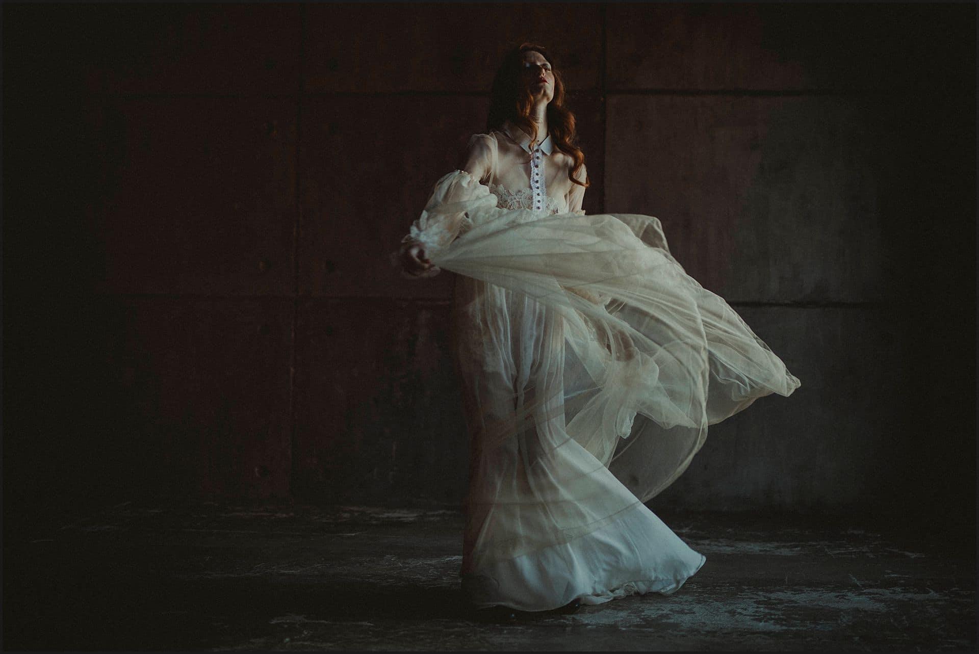 wedding dress, bride portrunconventional wedding, cross studio, milan, wedding photographer, wedding in italy