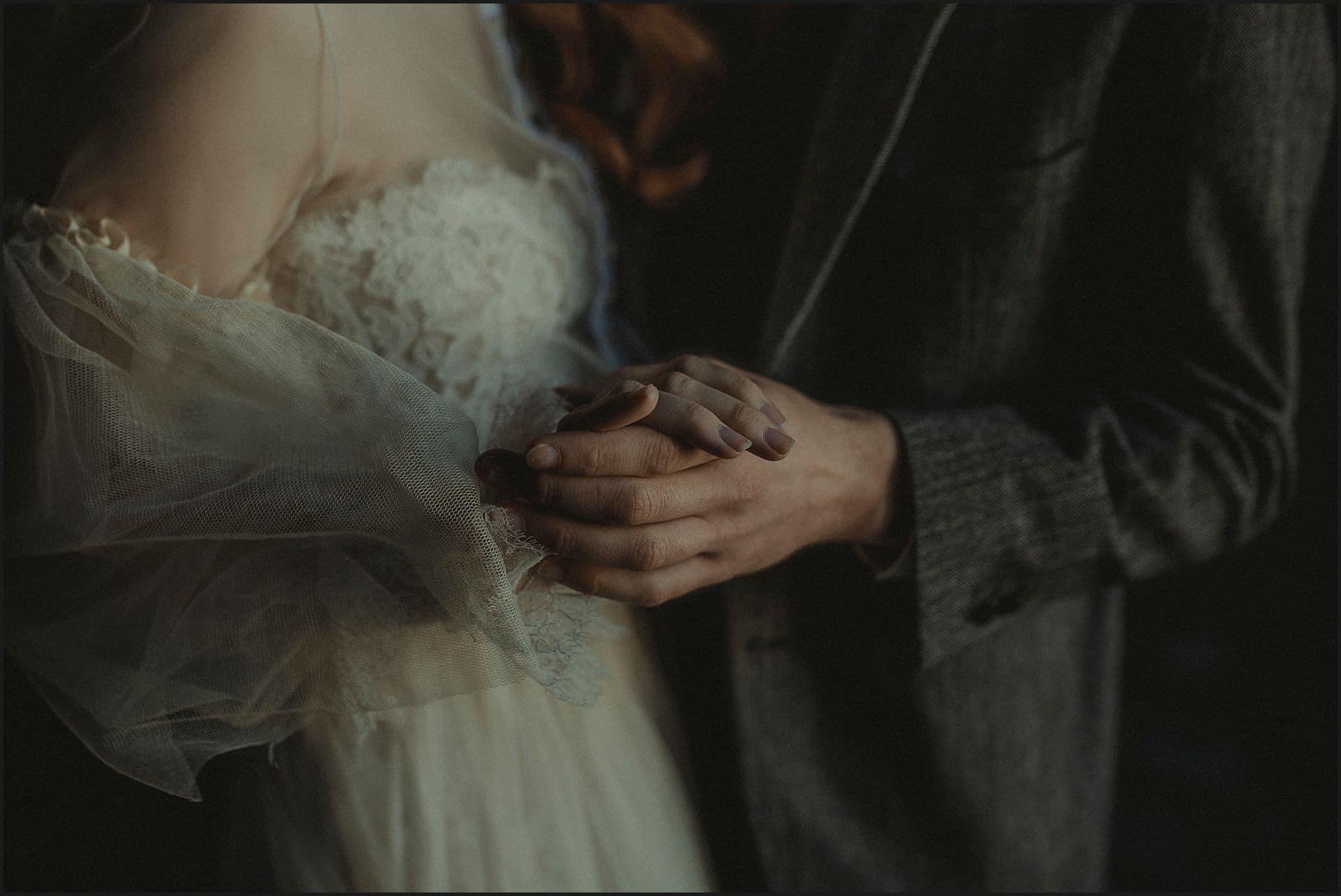 holding hands, bride and groom, wedding gown, unconventional wedding, cross studio, milan, wedding photographer, wedding in italy