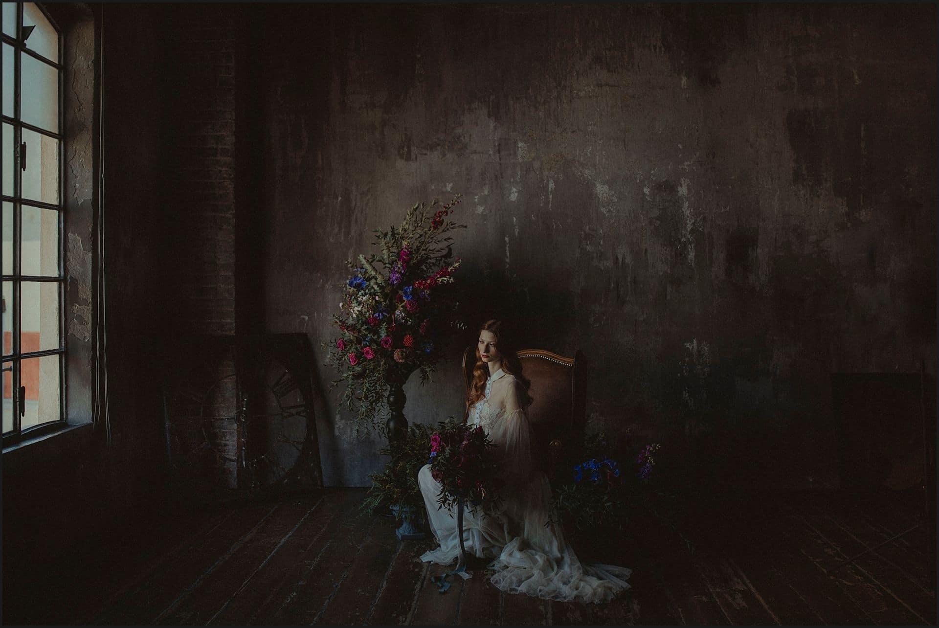 bride portrait, wedding flowers,dark mood, decadence, fine art wedding, alternative wedding, unconventional wedding, cross studio, milan, wedding photographer, wedding in italy