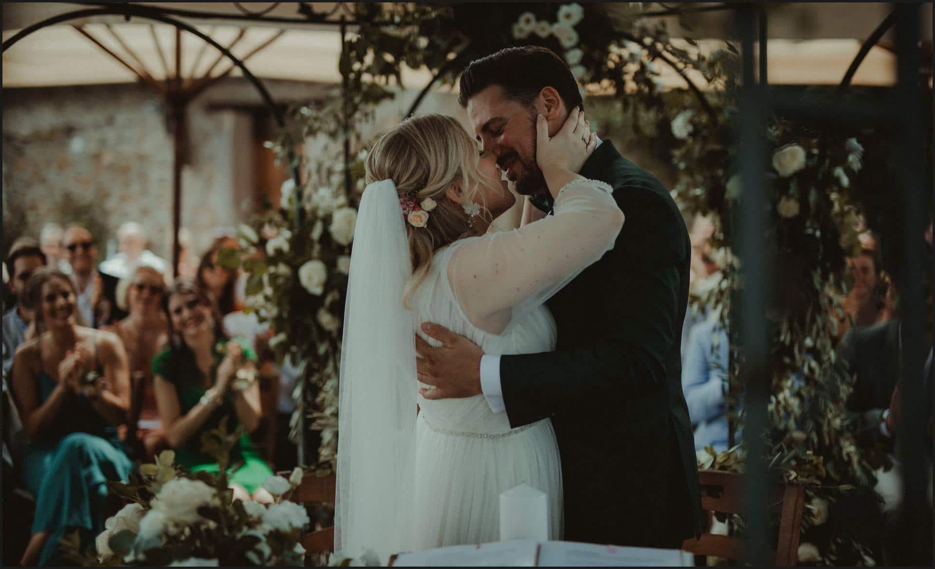 borgo di tragliata, wedding, rome, wedding in rome, bride, groom, kiss, ceremony, wedding in italy, rome wedding photographer