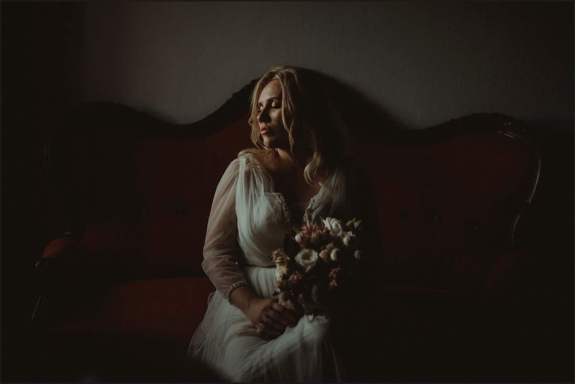 borgo di tragliata, wedding, rome, wedding in rome, rome wedding photographer, bride, bouquet