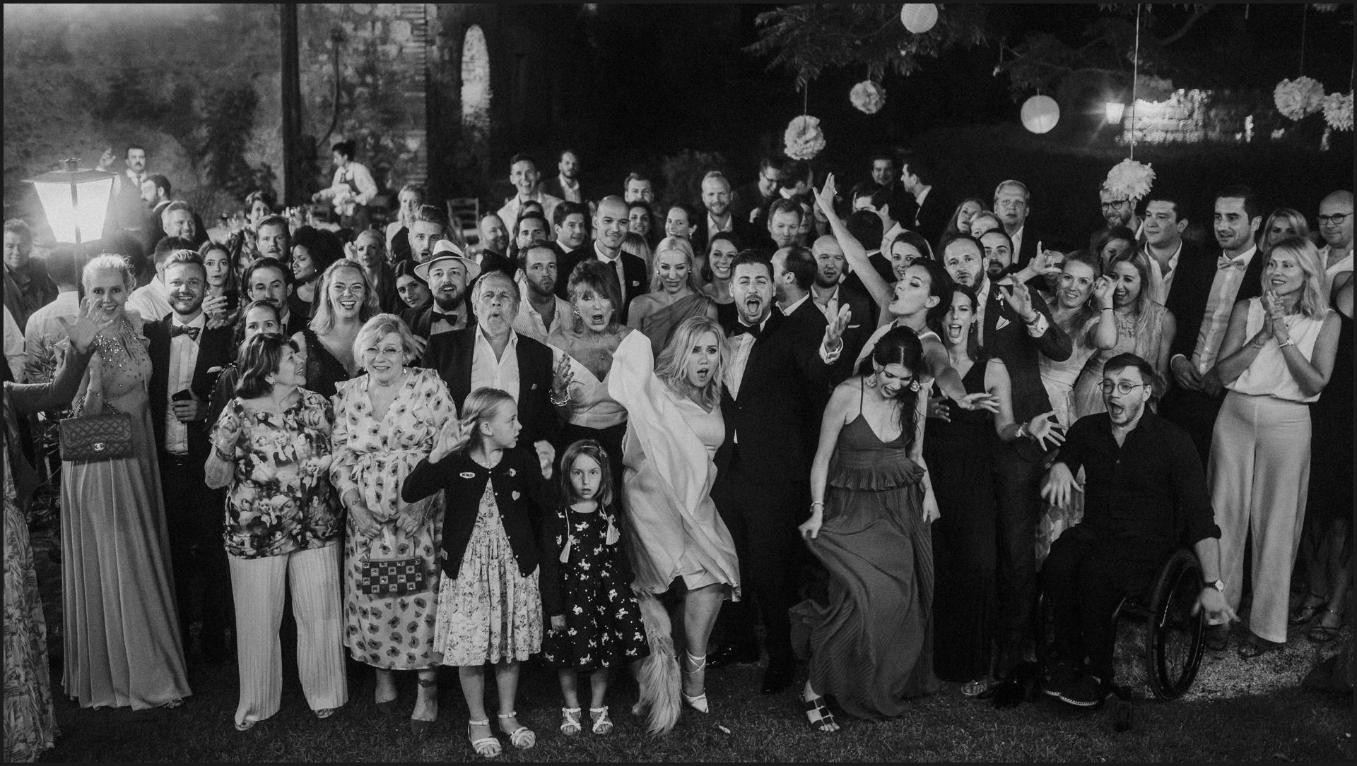 borgo di tragliata, wedding, rome, wedding in rome, black and white, group picures, wedding guests